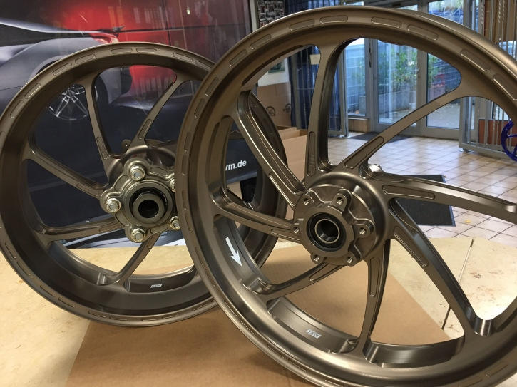 PVM 8 - spoken wheel set aluminium