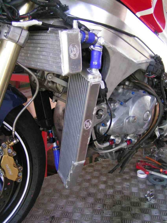 Wasserkühler Honda VTR 1000 SP1